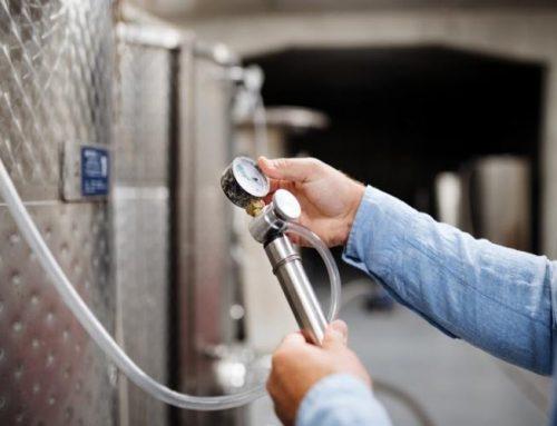 ¿En qué nos ayuda la estrujadora despalilladora de uvas con bomba en la elaboración de nuestro vino?